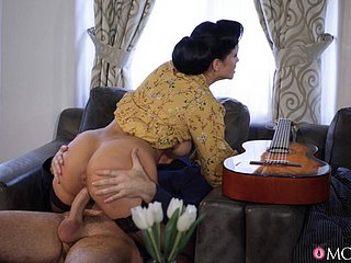 Chubby arse plus Bristols wife Jennifer Mendez loves having doggystyle making love
