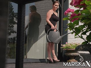 French MILF Sandy Lou ass fucked outside